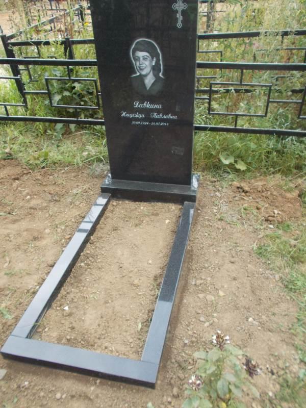 Сколько стоит установить памятник на могилу в самаре Эконом памятник Арка с резным профилем Яхрома